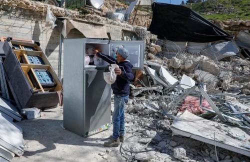 خانه تخریب شده یک خانواده فلسطینی به دست ارتش اسراییل در منطقه راس العمود در حومه شهر قدس/ خبرگزاری فرانسه