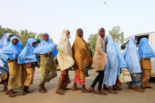 آزادی 300 دانش آموز دختر ربوده شده در نیجریه/ رویترز