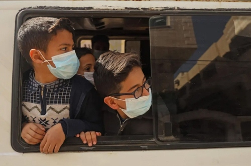 بازگشت به خانه با سرویس مدارس در نوار غزه/ خبرگزاری فرانسه