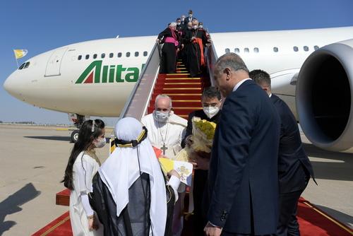 ورود پاپ به فرودگاه بغداد