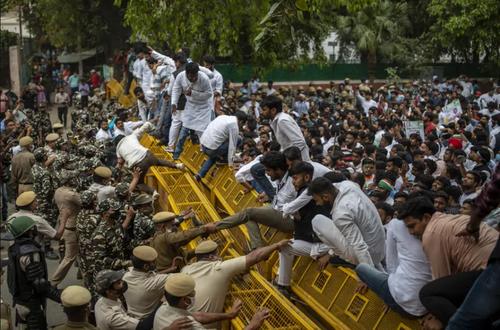 تظاهرات اتحادیه های دانشجویی هند در اعتراض به افزایش بیکاری/ شهر دهلی/ آسوشیتدپرس