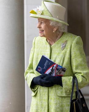 نخستین حضور عمومی ملکه بریتانیا بدون ماسک در یک مراسم عمومی در بریتانیا پس از 1 سال در مراسم یادبود نیروی هوایی سلطنتی بریتانیا/ PA