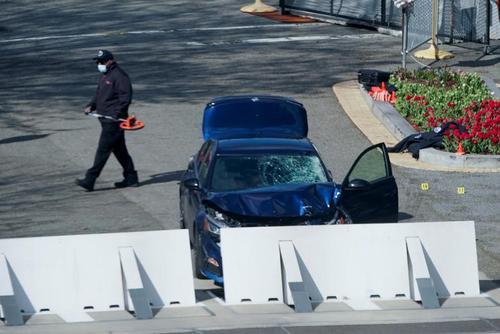 کشته شدن یک پلیس در حمله یک خودرو به محوطه ساختمان کنگره ایالات متحده آمریکا در شهر واشنگتن دی سی. فرد مهاجم به ضرب گلوله پلیس کشته شد./ رویترز