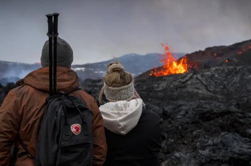 تماشای گدازه های آتشفشانی در ایسلند/ آسوشیتدپرس