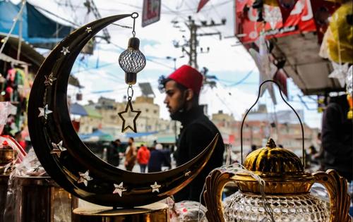 حال و هوای آغاز ماه رمضان در بازاری در خان یونس غزه/ خبرگزاری فرانسه