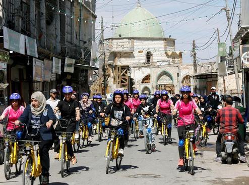 مسابقه دوچرخه سواری زنان در شهر موصل عراق/ رویترز