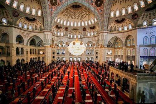 اولین نماز جمعه ماه رمضان در مسجد