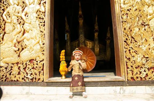 برگزاری آیین های سال نو در معبدی در شهر