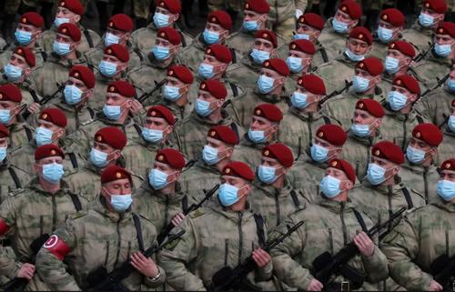 رژه واحدهای نظامی ارتش روسیه به مناسبت روز پیروزی در میدان سرخ مسکو/ ایتارتاس
