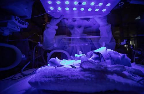 نوزادان مبتلا به کرونا تحت مراقبت های ویژه در بیمارستانی در شهر استانبول ترکیه/ خبرگزاری آناتولی