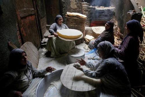 پخت نان برای فروش در ماه رمضان در شهر
