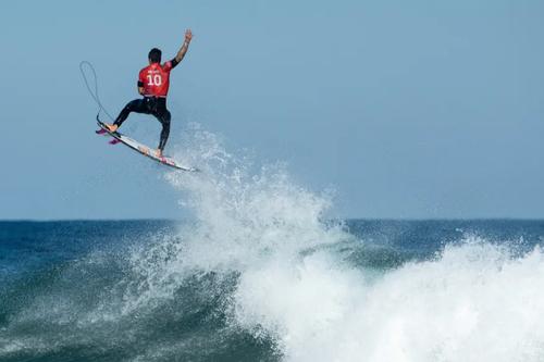 موج سواری در ساحل سیدنی استرالیا/ گتی ایمجز