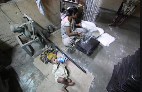 کارگاه پخت شیرینی های ماه رمضان در شهر الله آباد هند/ زوما