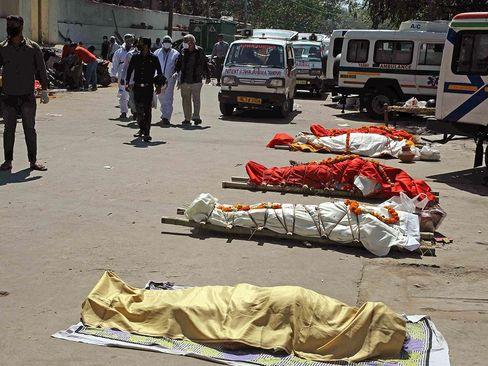 بحران جهش ویروس کرونا در هند و افزایش موارد ابتلا و مرگ شهروندان هندی/ رویترز و خبرگزاری فرانسه