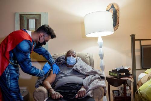 واکسیناسیون سراسری کرونا در شهر کالج ویل در ایالت پنسیلوانیا آمریکا / رویترز