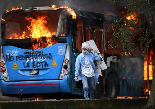 اعتراضات ضددولتی علیه اصلاح قانون مالیاتی در شهر کالی کلمبیا/ خبرگزاری فرانسه