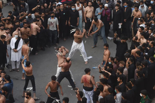 عزاداری شیعیان در شهر لاهور پاکستان در سالگرد شهادت امام علی (ع)/ خبرگزاری فرانسه