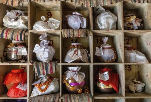 خاکستر اجساد سوزانده شده فوتی های کرونایی در شهر دهلی هندوستان/ رویترز و آسوشیتدپرس