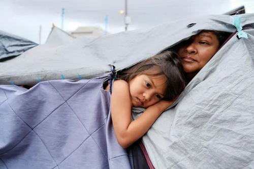 پناهجویان هندوراسی در مرز ایالات متحده آمریکا و مکزیک/ رویترز
