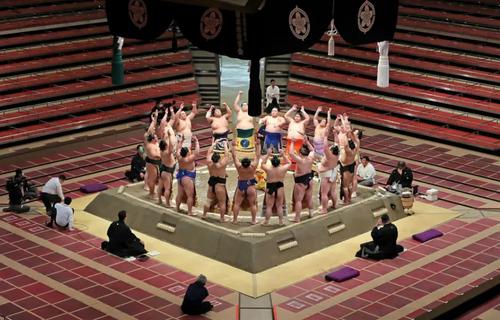 مراسم آغاز تورنمنت 2 هفته ای مسابقات کشتی سنتی ژاپنی (سامو) در شهر توکیو/ خبرگزاری فرانسه