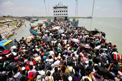پر شدن عرشه یک کشتی از مسافران تعطیلات عید فطر در بنگلادش/ رویترز