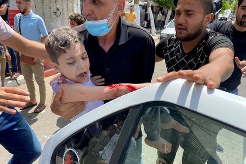 زخمی شدن کودک فلسطینی در اثر حمله هوایی اسراییل به نوار غزه/ رویترز