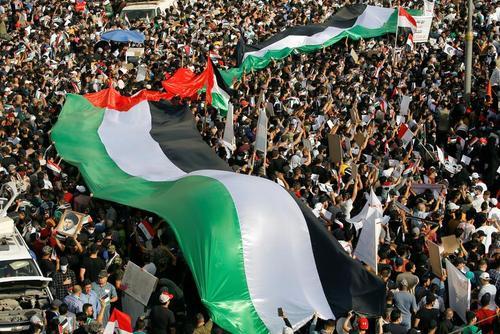 تظاهرات در همبستگی با مردم فلسطین و غزه در شهر بغداد/ رویترز