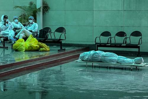 سوزاندن اجساد فوتی های کرونا در شهر دهلی هند/ خبرگزاری فرانسه