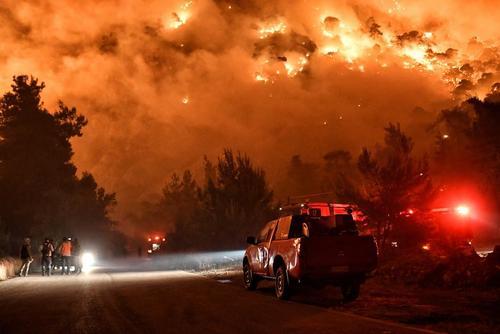 آتش سوزی گسترده جنگلی در یونان / رویترز و آسوشیتدپرس