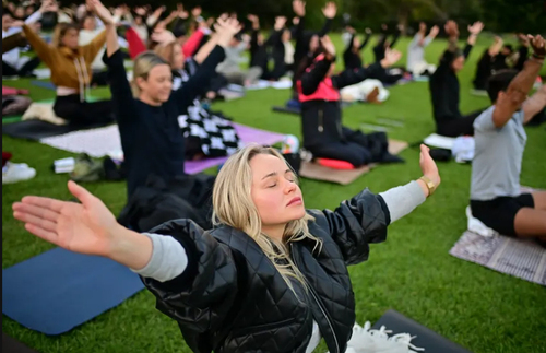 تمرین دسته جمعی یوگا در روز جهانی مراقبه در شهر سیدنی استرالیا/ آسوشیتدپرس استرالیا