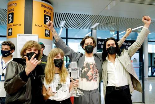 بازگشت گروه راک ایتالیایی برنده مسابقات موسیقی یوروویژن به فرودگاه روم/ رویترز