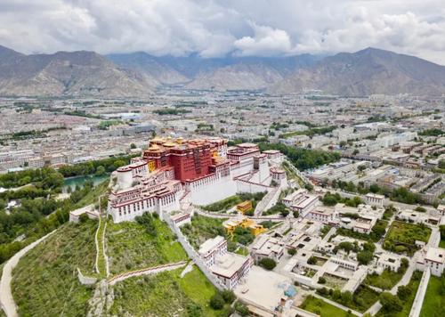 نمایی از قصر پوتالا در شهر لهاسا تبت/ شینهوا