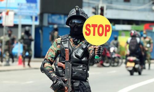 اعمال محدودیت های رفت و آمد با خودرو در شهر کلمبو سریلانکا برای جلوگیری از شیوع بیشتر ویروس کرونا/ شینهوا