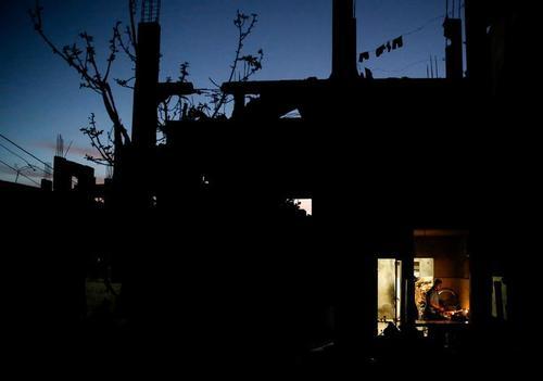 زندگی در خانه آسیب دیده از بمباران اخیر اسراییل در نوار غزه/ رویترز