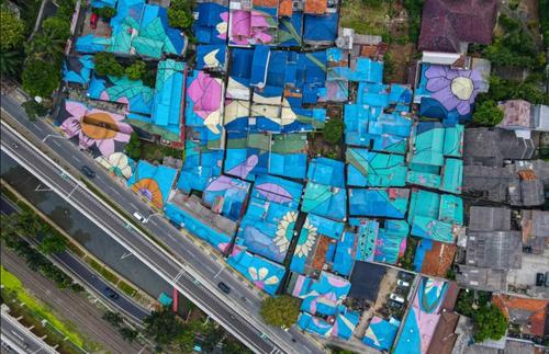 نقاشی سقف خانه ها در شهر جاکارتا اندونزی/ خبرگزاری فرانسه