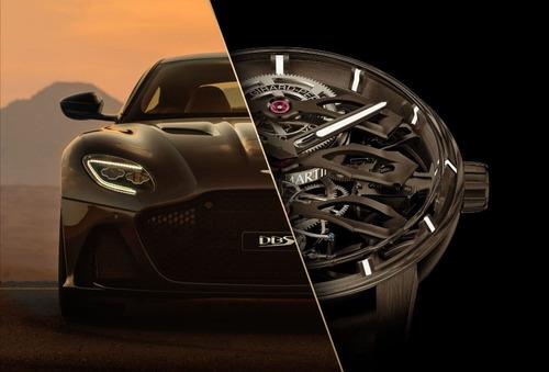 در عکس های تبلیغاتی وب سایت رسمی تولیدکننده ساعت، تصویری از محصول مذکور کنار خودروی استون مارتین دی بی اس مدل 2021 مشاهده می شود که قیمت پایه آن 316 هزار دلار است.