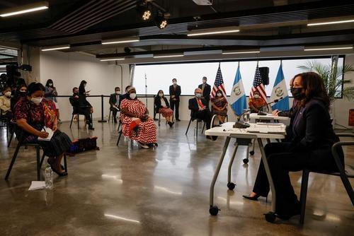 سخنرانی کامالا هریس معاون رییس جمهوری آمریکا در جمع اعضا و رهبران سازمان های مردم نهاد در شهر گواتمالا/ رویترز
