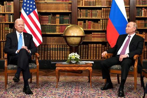 نخستین دبدار ولادیمیر پوتین و جو بایدن از جایگاه روسای فدراسیون روسیه و ایالات متحده آمریکا در ژنو سوییس/  رویترز