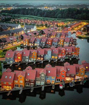چشم اندازی زیبا به شهر خرونینخن، هلند