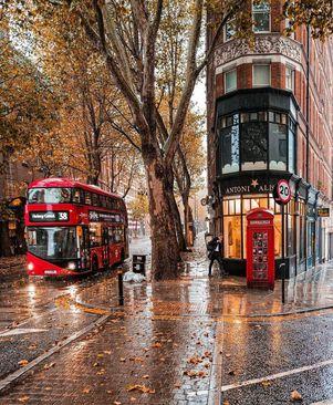 نمایی زیبا از خیابانی در شهر لندن، انگلیس