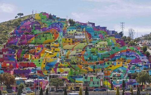 شهر پاچوکا در مکزیک یک دیوارنمای بزرگ است