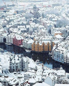 یک روز برفی در شهر السوند، نروژ