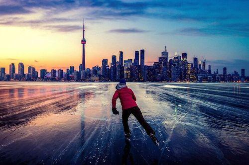 اسکیت به سمت شهر تورنتو، کانادا