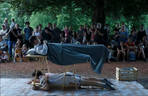 اجرای برنامه در جریان جشنواره تئاتر خیابانی در اسلونی/ شینهوا