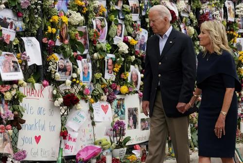 بازدید رییس جمهوری و بانوی اول آمریکا از یادبود دهها قربانی ریزش یک ساختمان 12 طبقه در ایالت فلوریدا آمریکا/ رویترز