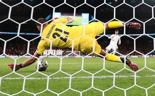 جشن پیروزی 4 بر 2 تیم ملی فوتبال ایتالیا بر اسپانیا در مرحله نیمه نهایی یورو2020 در لندن و شهرهای مختلف ایتالیا/ رویترز، آسوشیتدپرس، خبرگزاری فرانسه و EPA