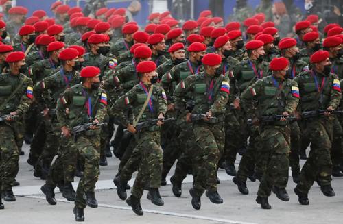 رژه ارتش ونزوئلا در دویست و دهمین سالگرد استقلال این کشور در شهر کاراکاس/ رویترز