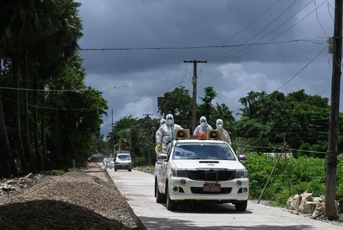 انتقال جسد یک فوتی کرونا به قبرستان در شهر یانگون میانمار/ خبرگزاری فرانسه