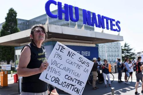 تظاهرات در شهر نانت فرانسه علیه تدابیر و سیاست های دولت فرانسه در مبارزه با ویروس کرونا/ خبرگزاری فرانسه