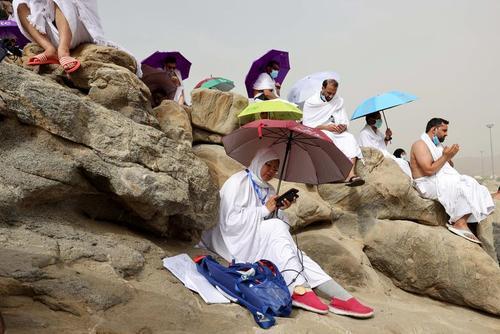 مناسک روز عرفه در حج تمتع  در شهر مکه / رویترز